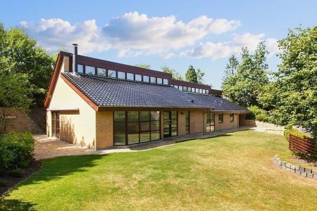 Stor moderniseret luksusvilla  i Gammel Holte